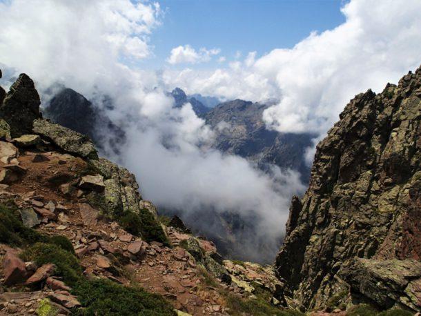 korsika gr 20 hory mraky