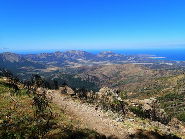 korsika gr 20 moře hory calvi calenzana