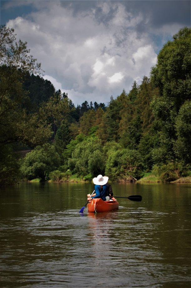Řeka Sázava. Vodáci. Kanoe. Kánoj. Posázavská stezka